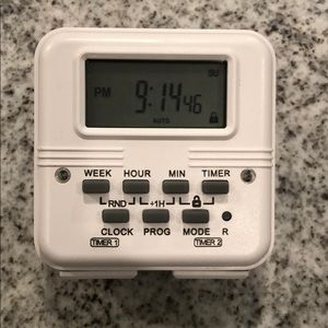 Automatic timer with plugs - never used